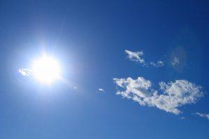 さわやかな空と太陽